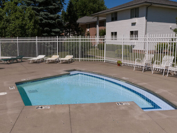 Clintwood Apartments Hot Tub